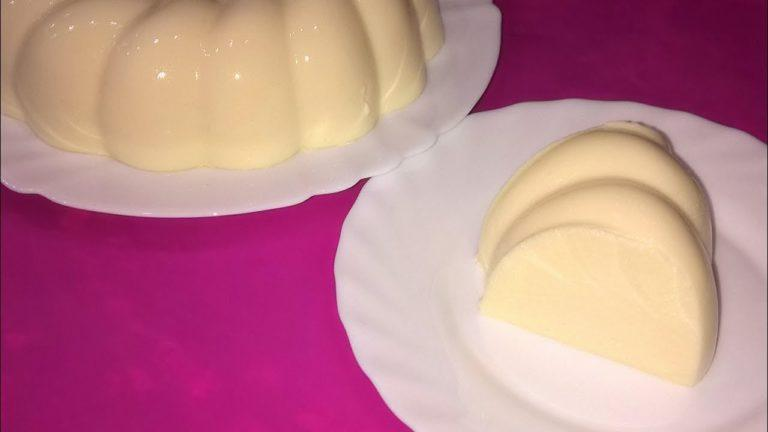 Обалденный нежный и тающий во рту торт готовится без выпекания. Детей от него просто за уши не оттащишь, да и взрослые не отказываются от добавки.