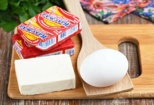 Рецепт вкусного завтрака из плавленого сырка и яйца 1