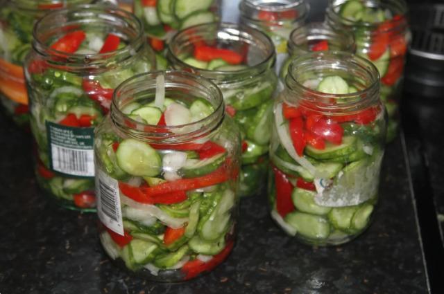 Салат из огурцов на зиму без хлопот: очень вкусный и легкий рецепт 1