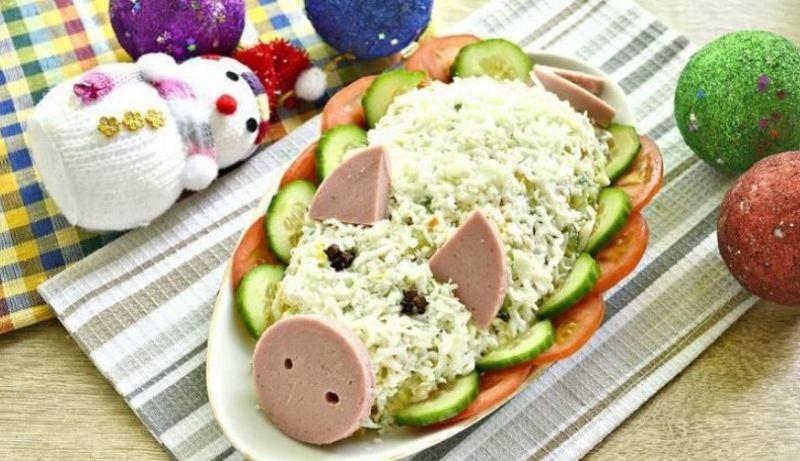 salat-svanka-novogodniy-oblojka-8823981